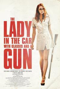 La dame dans l'auto avec des lunettes et un fusil (2015)